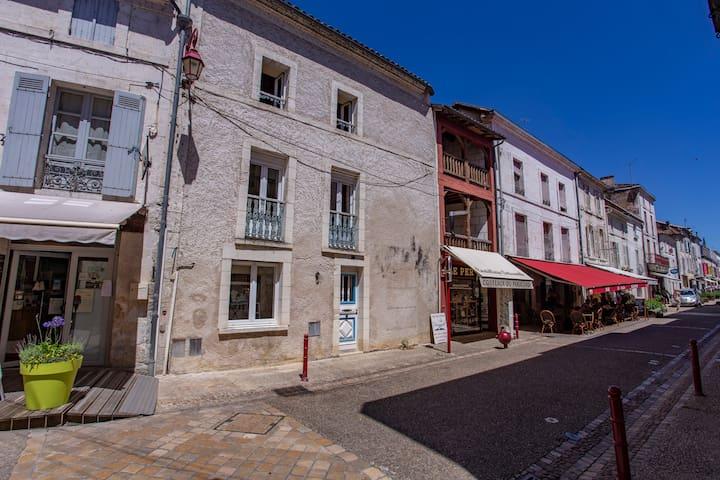 Maison du Puyjoli en plein centre de Brantôme