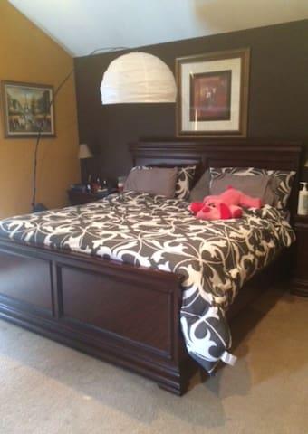 Master Bedroom with Jacuzzi - Peekskill