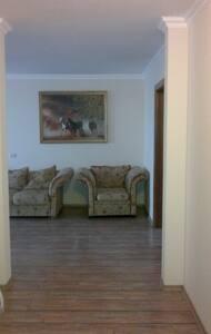 Квартира, Shymkent, street Momyshuly 25