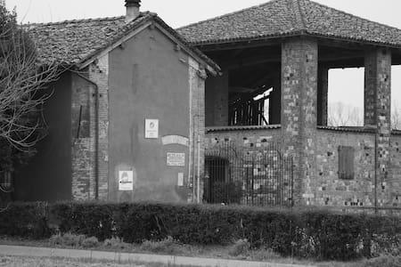 Casale in fattoria biologica - Rivergaro - House