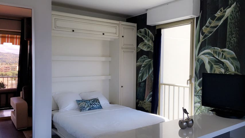 Coin chambre avec lit double Bedroom area with a double bed