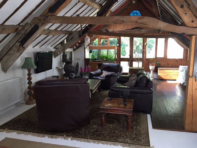 Converted barn, private, cosy & quirky.