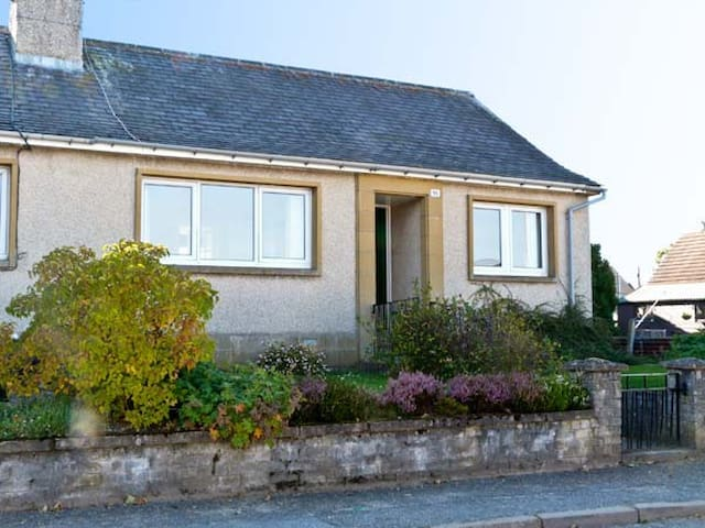 BEECH YARD COTTAGE, pet friendly in Tomintoul, Ref 5247