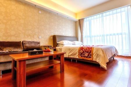 青岛深蓝假日度假式公寓--豪华商务大床房 - Qingdao - Wohnung