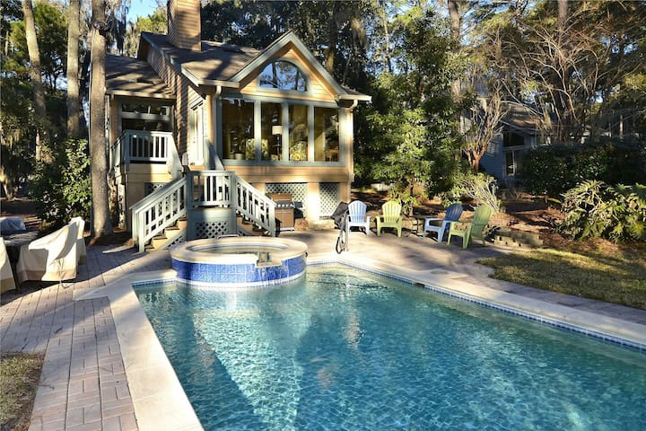 4 bedroom and 3 bath, single family home located in Hilton Head's beautiful Shipyard Plantation.
