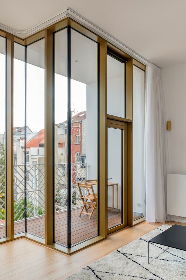 90 M2 self check in New Flat in trendy st Gilles