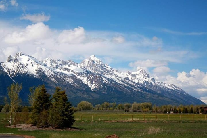 Teton views from spacious, airy, elegant home. - Jackson - Huis