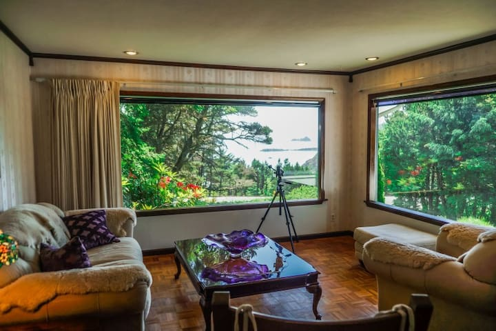 New Listing-Pet Friendly-with Ocean View - Port Orford - House