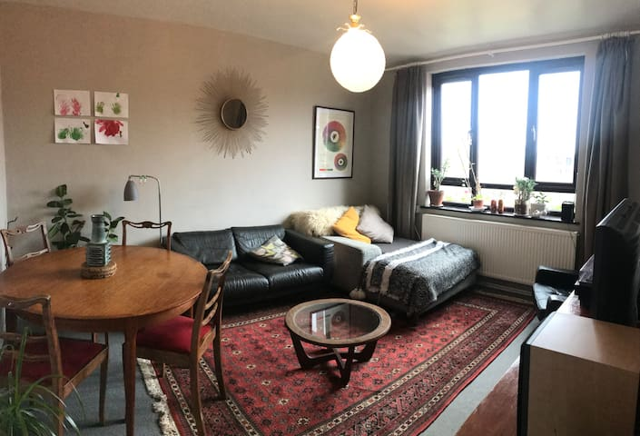 Family 3 bed flat with free parking