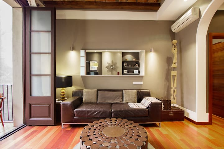 Chic and Central Apartment near Las Ramblas