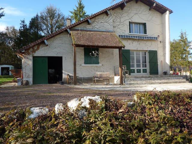 Jolie maison au calme beau panorama - Merry-sur-Yonne - Huis