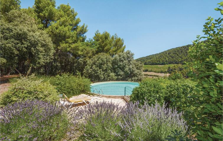 Holiday cottage with 3 bedrooms on 130m² in Gigondas