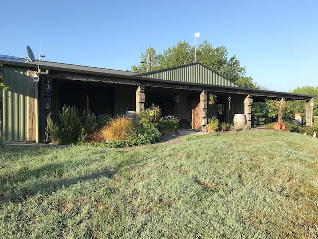 Rustic Retreat-only 15 min from Havelock Nth