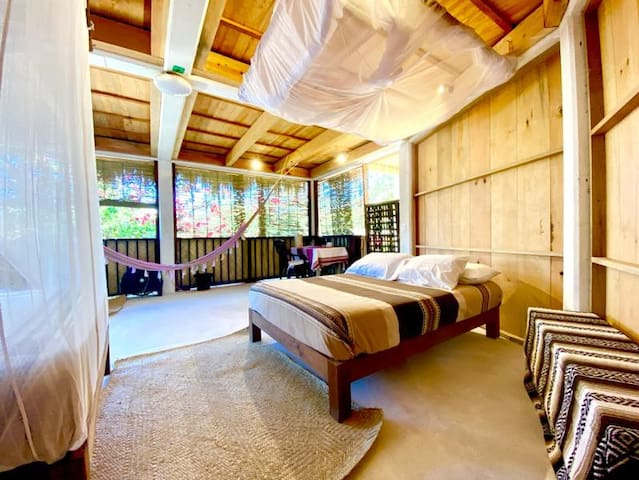 La Bugambilia - Cabin for 4 people  (1 queen-size bed & 1 double bed) + Private bathroom.