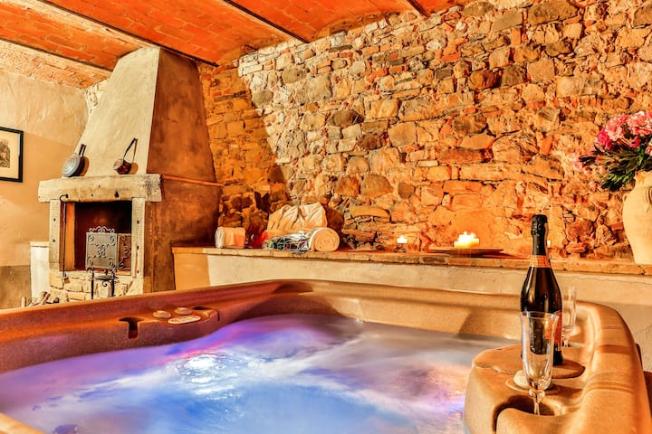 LA MICCIA, Private Suite w/ HOT TUB