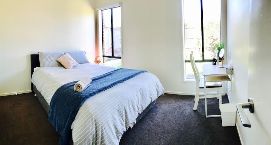Bright, Cosy, Clean Quiet room in Doreen