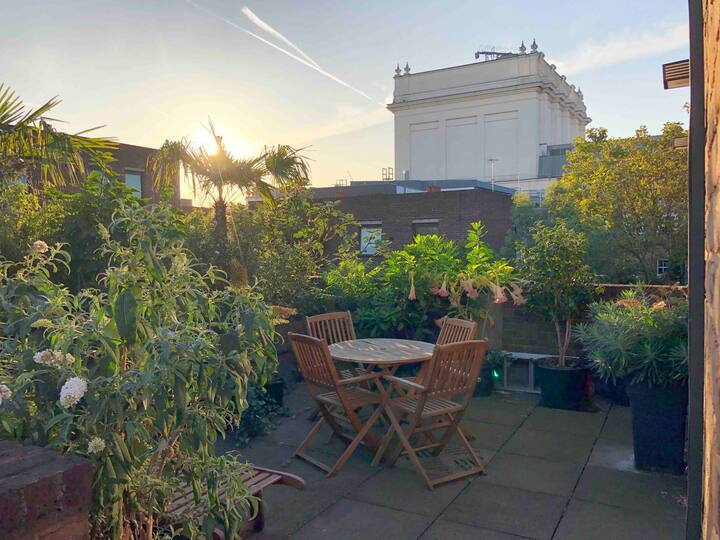 Central Covent Garden, sun-drenched, roof terrace