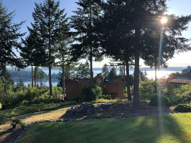 Northwest Getaway With Puget Sound Views