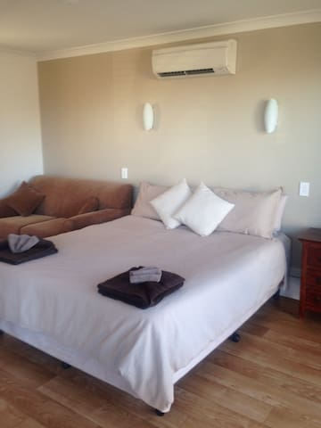 Motel style room with bay view - Esperance