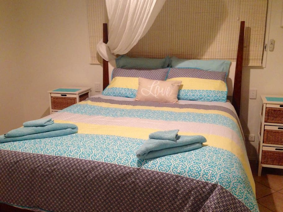 Loggerhead Room - Large room with Queen size bed