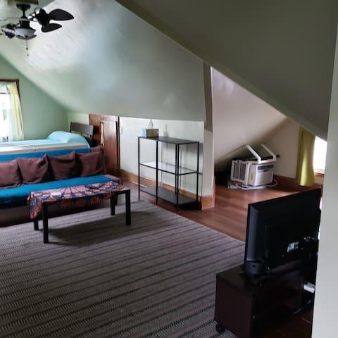 Cozy apartment, open floorplan, private entrance
