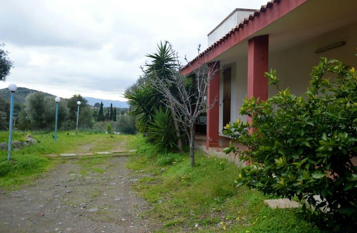 Casa Vacanze Konemann - Sarroch - Vila