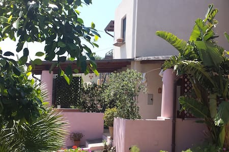 """Villa con giardino """" Acro Eoliano"""" - Leni"""
