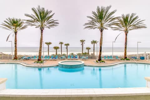 Beachfront studio with Gulf views & shared pools and hot tubs - close to parks!