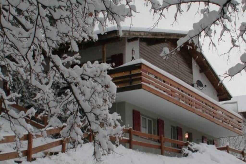 The Chalet (7p apartment is the entire second floor with balcony)