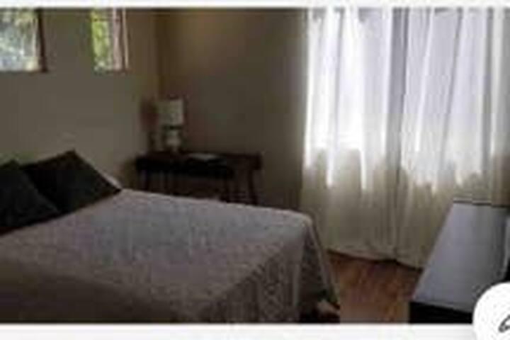 Cozy Folsom Room In The Parkway w Queen Bed