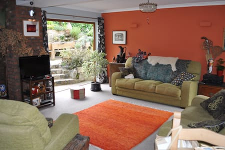 Quirky, open-plan living with terraced garden - Temple Ewell - House