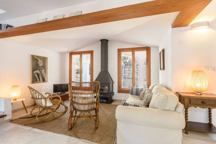 Beautiful Villa Botana 9 with Mountain View, Wi-Fi, Pool, Air Conditioning, Balcony, Garden & Terrace