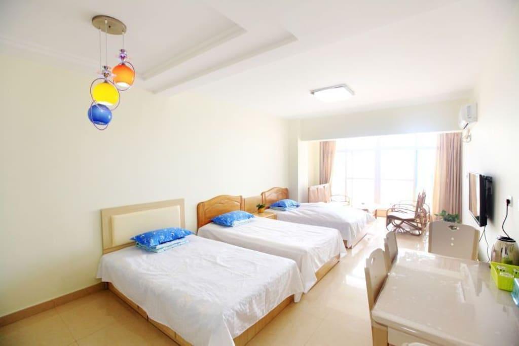 卧室二单人床三张
