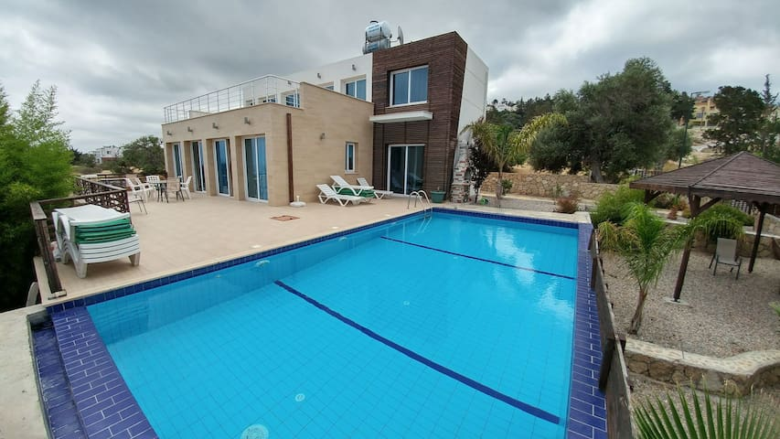 Luxury modern villa, max 10 people, private pool