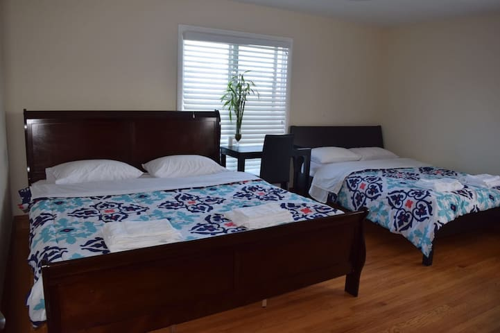 Master private room/bath near SFO - San Bruno - Casa