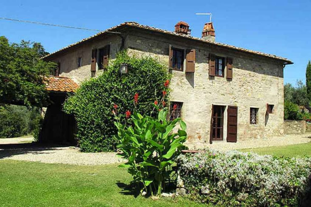 Villa La Collina surrounded by a large private garden with swimming-pool