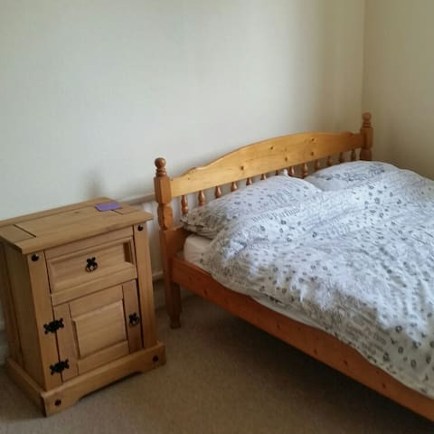 Double room in quiet area on outskirts of Brighton - Saltdean - Casa
