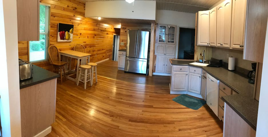 Beautiful, Spacious + Furnished House In Old Forge