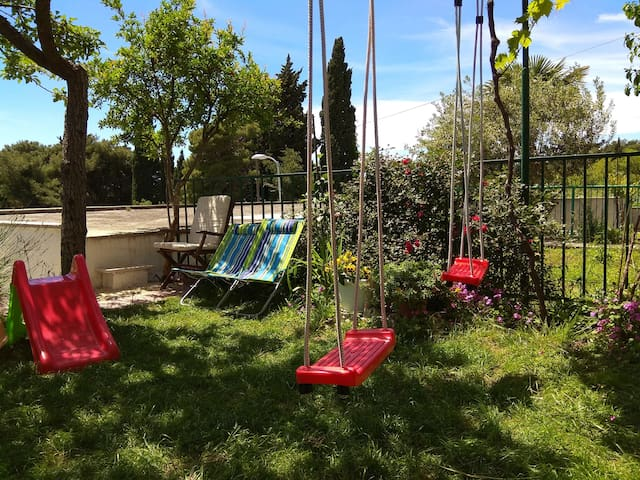 Front yard - kids friendly - only for studio apartment guest