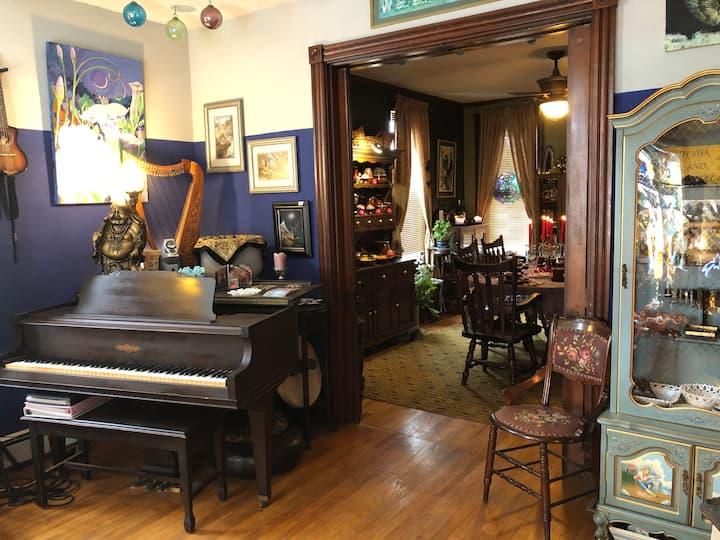 Peaceful Uptown Victorian Artisan Home