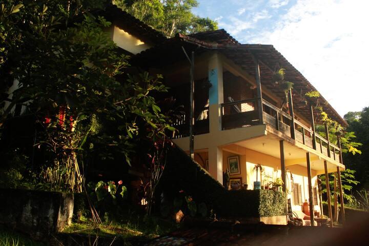 Casa-Ateliê na Serra das Araras