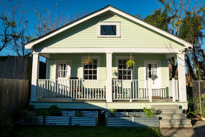 Cozy Cottage - Minutes from the Marigny and Qtr