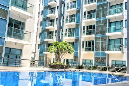 New!Cozy 2BR condo near Resort World with parking. - Pasay - Lejlighed