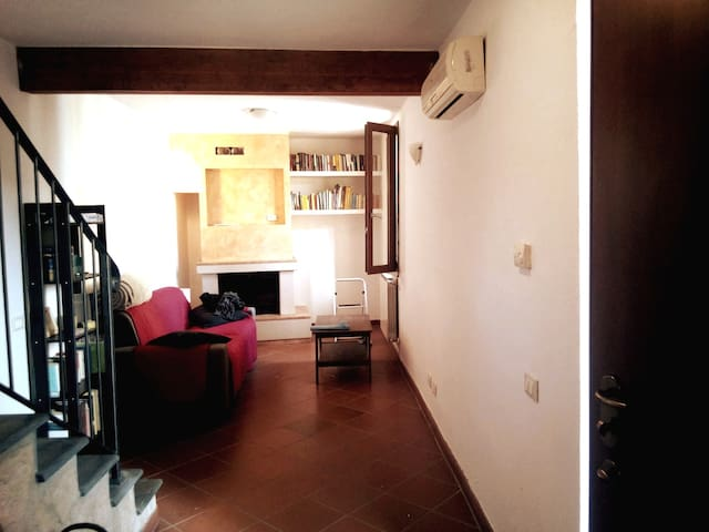 La Casina Comfy 100mq home in the heart of Tuscany