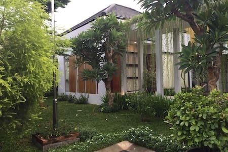 Green Minimalis - Cipayung - บ้าน