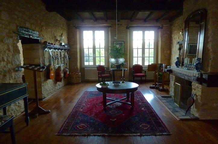 Chateau du Village Maison les Beaux Arts - Mouzay - Linna