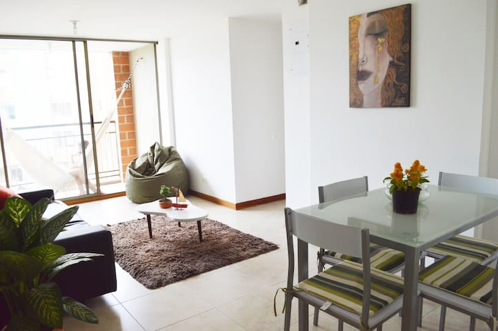 AWESOME SPACE A FEW MINS AWAY FROM PARQUE LLERAS!
