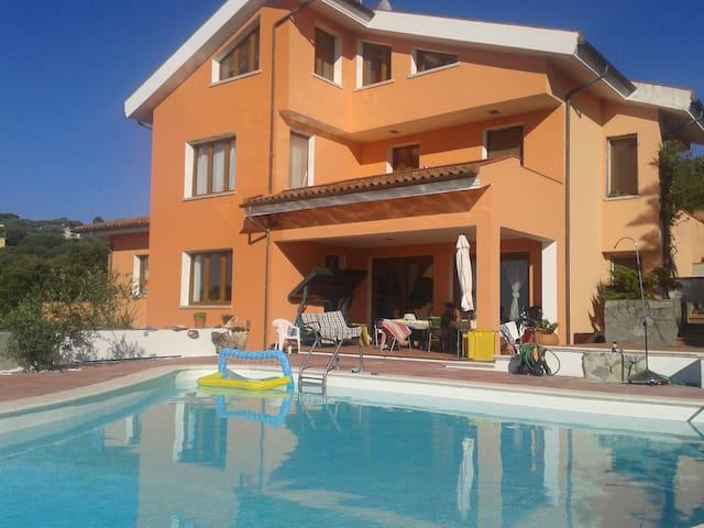 CASA CON PISCINA FRONTE MARE SUL GOLFO ASINARA - Sassari - Apartamento