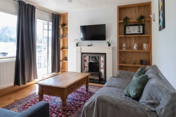 Spacious, warm one bedroom flat in Maida Vale