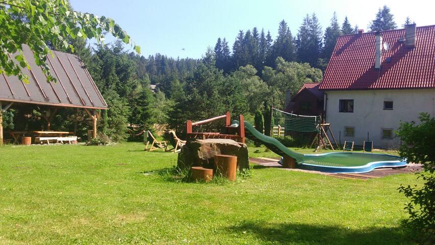 DomLeśny Przytulny Pensjonat w Górach - Sól - Lägenhet